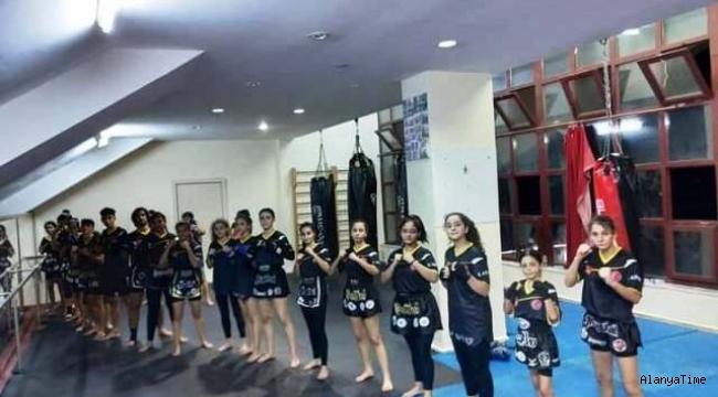 Alanya Belediyespor Muay Thai takımı antremanlara ara vermedi