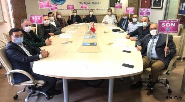 Alanya Kent Konseyi Yürütme Kurulu Üyeleri 25 Kasım Kadına Yönelik Şiddetle Mücadele Günü için toplandı.