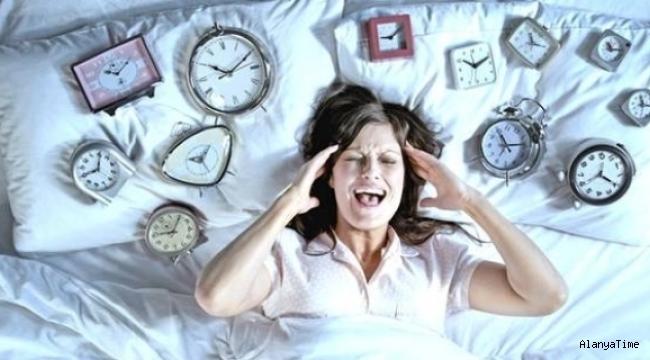 Uykusuzluk çekiyor musunuz? İlk adım, bir doktora görünmek değil, sorunu evde ele almaktır.